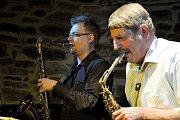 Polský saxofonista a flétnista Marcin Źupański společně s českou jazzovou kapelou Jazz Q.