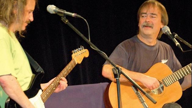 Folkaři Redl, Lenk a janoušek zahráli společně.