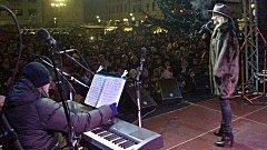 Leona Machálková na rozsvícení vánočního stromu v Hranicích