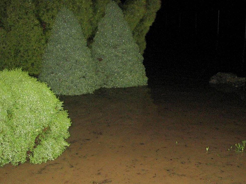 Ludina s Veličkou se v Hranicích vylily z břehů