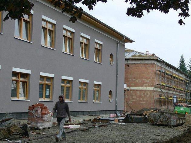 Stavba přerovského domova důchodců je v plném proudu. Dokončena má být příští rok.