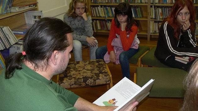 V rámci Týdne knihoven připravila Městská knihovna v Hranicích v úterý odpoledne pro děti i rodiče veřejné čtení knížek