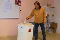 Komunální volby v Hranicích: volební místnost na hranickém gymnáziu