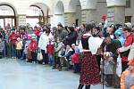 ŽIvý betlém přilákal do dvorany hranického zámku stovky lidí.