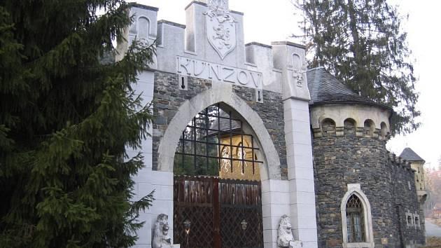 Lovecký zámeček Kunzov se vloni stal chráněnou památkou a změnil i svého majitele.