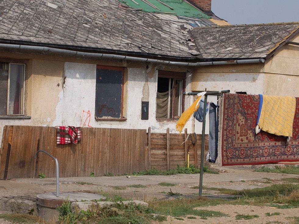 K nešťastné události došlo v Kojetíně v ulici Padlých hrdinů, kde žije zhruba třináct početných romských rodin.