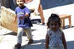 Už více než dva roky čekají na náhradní bydlení Romové ze Škodovy ulice. Přestože jsou jejich domy v havarijním stavu, nikoho to netrápí.
