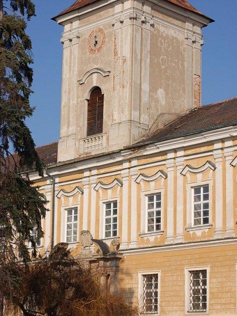 Prodej zámku v Přestavlkách vázne kvůli nedořešeným majetkoprávním vztahům.