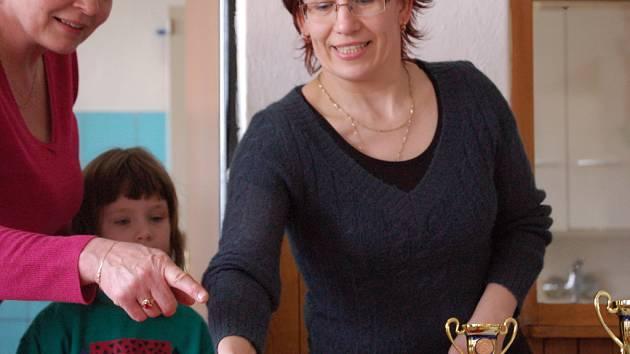 Recept na to, jak si zpestřit letošní dlouhou zimu, mají v Žákovicích na Přerovsku. Místní zde v sobotu uspořádali soutěž o nejlepší kynutý koláč.