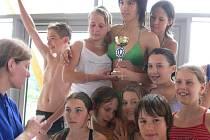 Desítky dětí z Hranicka se včera zúčastnily na místní Plovárně závodů v plavání. Akci s názvem Mokrá štafeta uspořádal Dům dětí a mládeže Hranice.
