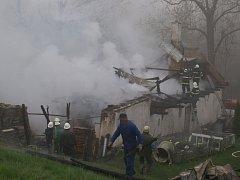 Oheň zcela zdevastoval střechu a střešní konstrukci a přes dřevěné stropy prohořel až do přízemí, kde zničil vybavení.