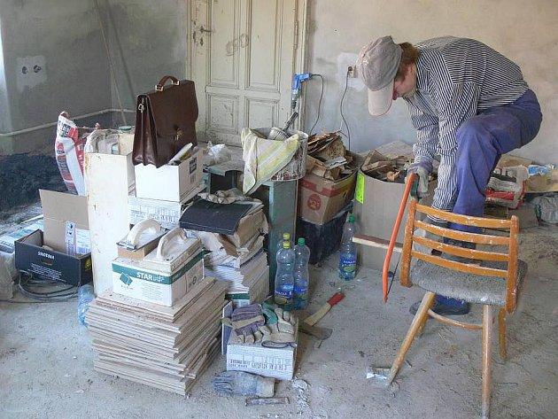 Rekonstrukce bytu pro lidi bez domova se v Hranicích
