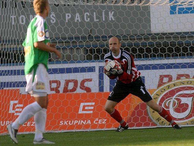 Tomáš Lovásik ještě mezi tyčemi.
