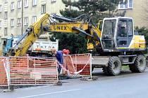 V Jaselské ulici rekonstruují vodovodní potrubí.