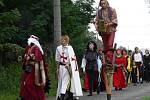 Přes obec prošel průvod Jezernických pánů v pestrobarevných historických kostýmech.
