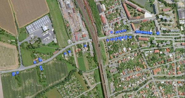 Olomoucký kraj bude kvůli hluku měnit okna vbytových domech vokolí komunikace II/440 vHranicích. Dotčené objekty jsou na mapě označeny modře.