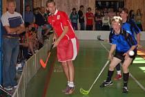 Na florbalojvém turnaji hochů středních škol bojovalo v tělocvičně Obchodní akademie Přerov sešlo družstev.