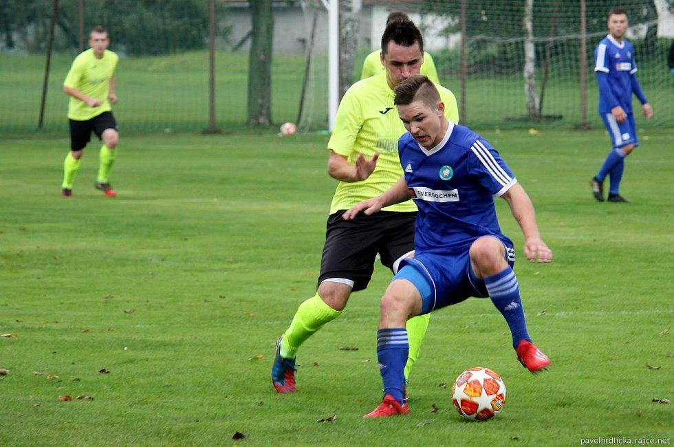Fotbalisté Tatranu Všechovice (v modrém) proti Skašticím