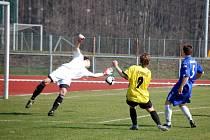 Starší dorostenci 1. FC Přerov (v modrém) porazili Bystřici p. Hostýnem 3:0.