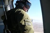 Piloti dopravních vrtulníků Mi-171 Š se na cvičení připravují na pouštní a prašné podmínky, které je čekají v příštím roce na bojové misi v Afhánistánu.