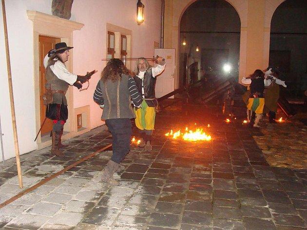 Davy návštěvníků zavítaly v úterý vpodvečer do Přerovského zámku, kde probíhaly noční prohlídky s průvodcem.