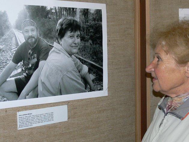 Výstava o boji žen s rakovinou.