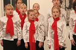 Na tradičním podzimním koncertu hranického sboru Cantabile se postupně představily všechny tři oddělení sboru