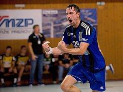 Házenkáři Hranic (v modrém) proti SKKP Brno