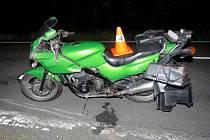 Srna zkřížila cestu motorkáři, který jel v sobotu večer od Potštátu na Odry