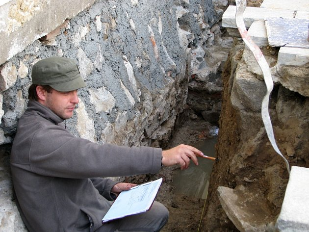 Kostel sv. Jakuba v Lipníku obsadili stavebníci, ale také archeologové.