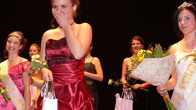 Dívku roku 2007 získala v hranické Sokolovně Zuzana Urbancová uprostřed, vlevo se usmívá druhá vicemiss Dia Miháliková, vpravo první vicemiss Dominika Marková.
