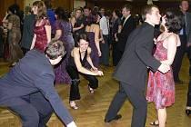 O zábavu se návštěvníkům sobotního Farního plesu v Hranicích výborně starala doprovodná kapela Faťamorgána z Drahotuš, ale například i břišní tanečnice ze skupiny Najmah.