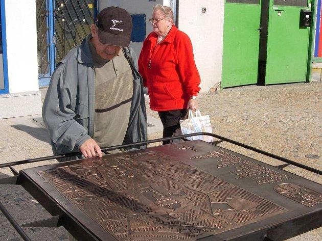 Reliéfní mapa budila po své instalaci velký zájem.