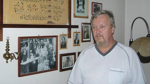 Ervín Silný z Přerova vlastní nejen rozsáhlou sbírku rodopisu svého rodu, ale také snímků svých předků.