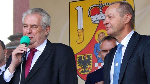 Miloš Zeman a starosta Jiří Kudláček při prezidentské návštěvě Hranic v roce 2016
