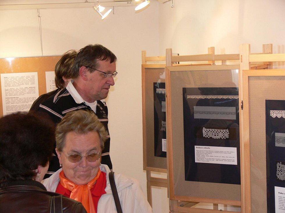 Výstava krajek a paličkování ve Staré radnici v Hranicích