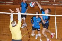 Volejbalového turnaje amatérů se zúčastnilo dvanáct týmů.