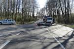 Srážka osobního auta s motorkou v Bělotíně