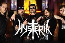 Kapela Hysteria v čele s Mirou Raindlem.