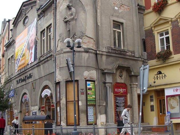 Lékárna U Zlatého orla je vůbec nejstarší lékárnou v Přerově .