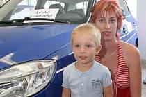 Snad ještě víc než paní Lasovská se na nový automobil těšil její tříletý syn Šimon. Ten se nemohl dočkat, až si vůz vyzvednou.