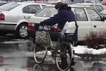 Cyklisté bojují s počasím