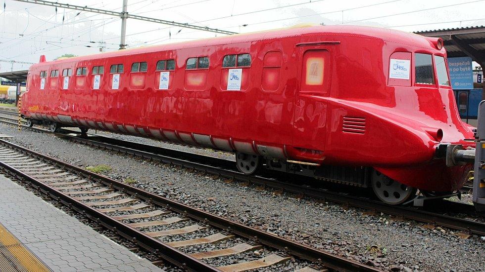 Slovenská strela se z Přerovských strojíren vrátila po kolejích 19. června 2020 do hranických dílen společnosti Českomoravská železniční opravna v novém višňově červeném kabátě a se starozlatou korunkou na střeše.