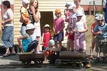 V Klokočí předali místní dětem nové hřiště.