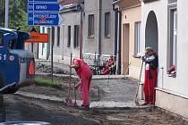 Oprava chodníku v Osecké ulici v Lipníku nad Bečvou nyní běží naplno.