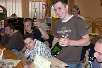 Raut a sekt pro vítěze hlasování o nejlepší tablo - 4.B Střední lesnické školy v Hranicích