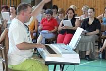 Z různých koutů České republiky i zahraničí se sjeli zpěváci a sbormistři na již sedmnáctý ročník Bělotínského týdne zpěvu, který se koná tento týden vproběhne od 9. do 17. srpna.