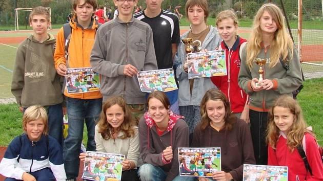 Vítězné atletické naděje ze Základní školy 1. máje v Hranicích.