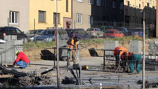 Řidiči neprojedou ulicí Jiřího z Poděbrad v Hranicích až do 31. března 2021.