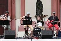 Rožnovská kapela Navalentym vystoupila v rámci Hranického kulturního léta.